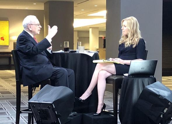 Warren Buffett entrevistado por Becky Quick